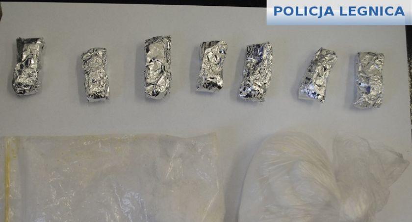Sprawy kryminalne, Kolejne uderzenie policji legnicki narkobiznes Zatrzymany letni diler - zdjęcie, fotografia