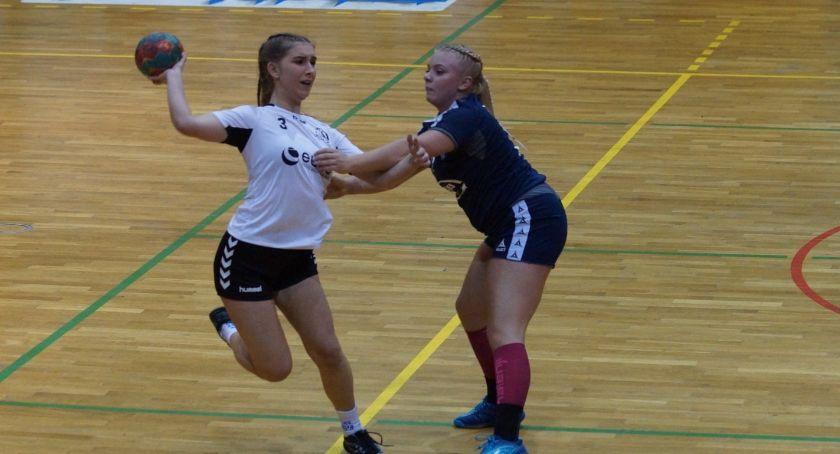 Piłka Ręczna, Dziewczyny Dziewiątki wygrały kolejny liderkami [ZDJĘCIA] - zdjęcie, fotografia