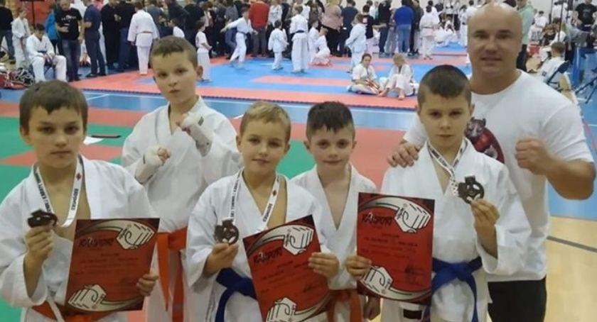 Sztuki Walki, brązowe medale jadą Legnicy Młodzi karatecy sukcesami - zdjęcie, fotografia