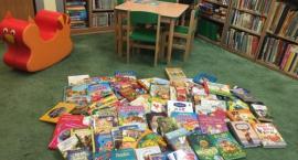 Nowożeńcy z Warszawy obdarowali legnicki szpital książkami