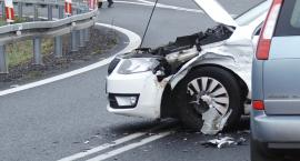 Zderzenie dwóch samochodów na zjeździe na A4