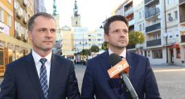 Wsparcie ze stolicy. Trzaskowski agitował w Legnicy za Rabczenką