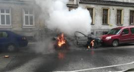 Pożar samochodu na Nowym Świecie
