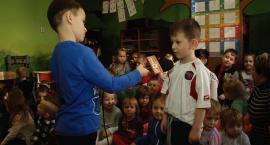 Przedszkolaki wcielały się w role dziennikarzy i operatorów