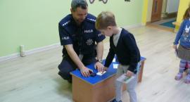 Legniccy policjanci o bezpieczeństwie z przedszkolakami