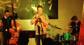 Funkowe, popowe i bluesowe utwory w jazzowych aranżacjach w akademiku PWSZ