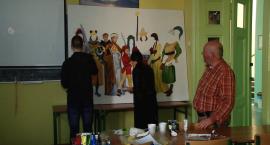 Uczniowie z I Liceum Ogólnokształcącego malują historię Legnicy i regionu.