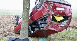 Wypadek na DK3. Fiat dachował na łagodnym łuku