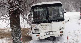 [MYŚLINÓW] Wypadek szkolnego autobusu – foto & wideo