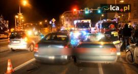 7 Aut zderzyło się przy skrzyżowaniu Witelona z Wrocławską. Trzy osoby odniosły obrażenia.