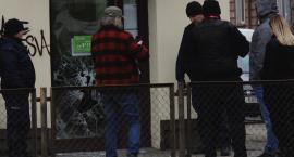 Bandyta, który napadł na placówkę SKOK siedzi już w areszcie