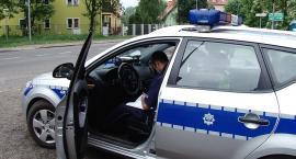 Pijany 22-latek o mało co nie przejechał samochodem policjanta