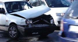 Nie działała sygnalizacja, doszło do zderzenia dwóch aut