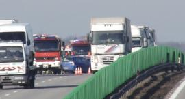 Kolizja na autostradzie A4. Wjechały na siebie trzy samochody