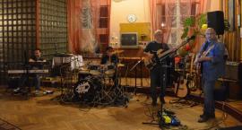 Bluesowe klimaty w PRL-owskiej scenerii - koncert PlugnBlues w Jubilatce