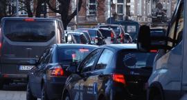 Ogromne korki na ulicy Leszczyńskiej. Kierowcom puszczają nerwy