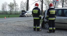 Zderzenie trzech samochodów w podlegnickich Gniewomirowicach