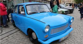 Legnickie klasyki motoryzacji zaparkowały na płycie rynku