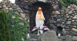 Dwaj pijani 18-latkowie zniszczyli figurę Maryi w Miłkowicach