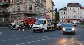 Kolizja dwóch samochodów na jednym z głównych skrzyżowań miasta