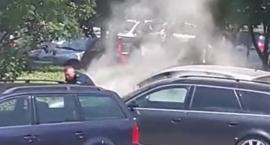 Samochód spłonął przed komendą policji na os. Piekary