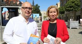 Robert Kropiwnicki i Elżbieta Stępień zapraszają w piątek do Ratuszowej