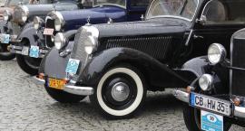Zabytkowe automobile zaparkują w niedzielę w legnickim Rynku