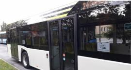 """Na linii numer """"24"""" po Legnicy jeździ elektryczny autobus"""