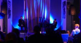 Czwartkowy wieczór z improwizacjami muzycznymi w Art Cafe Modjeska [FOTO]