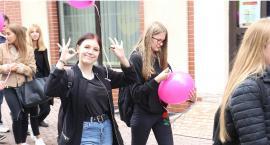 Po raz 22. maszerowali przez Legnicę promując walkę z rakiem piersi [ZDJĘCIA]