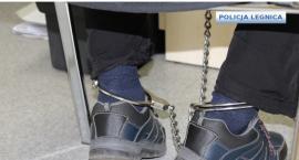 Legnicy policjanci ścigając przestępcę trafili do ... więzienia!