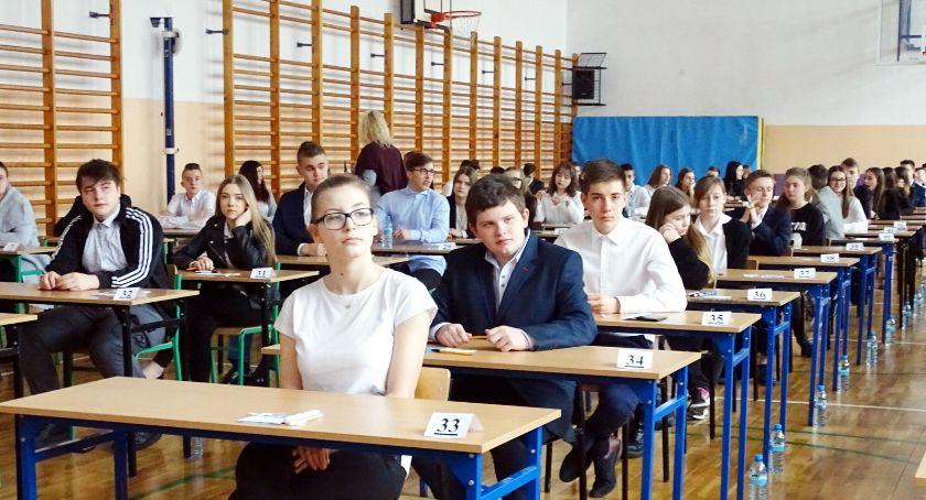 Szkoły i edukacja, Egzaminy cieniu strajku - zdjęcie, fotografia