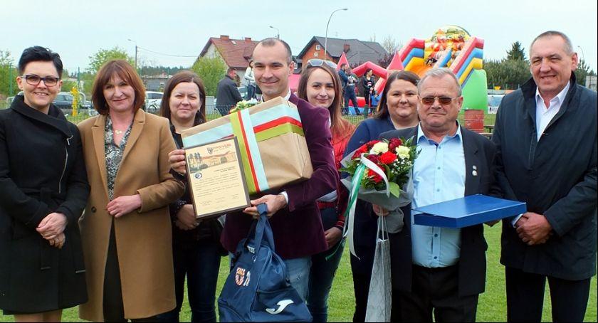 Piłka nożna, Olimpia Brzeziny świętowała jubileusz lecia klubu - zdjęcie, fotografia
