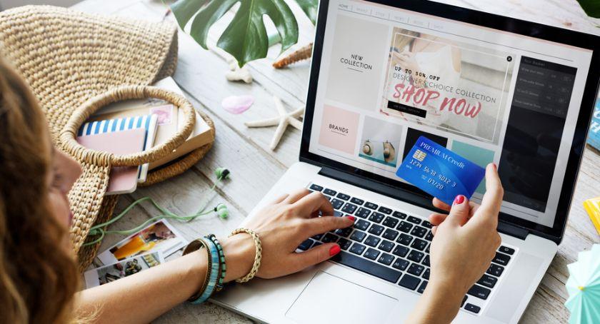 Biznes, Polacy zakupach sieci Kupujemy również odzież! - zdjęcie, fotografia