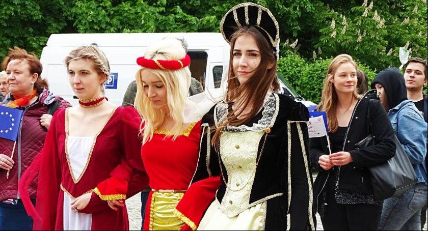 Święta i uroczystości , Kaliszanie obchodzili Dzień Europejskiej - zdjęcie, fotografia