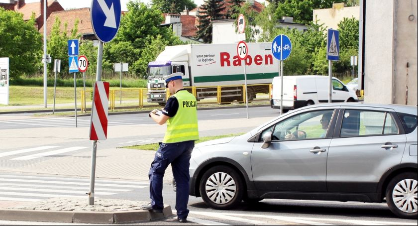 Wypadki drogowe, Potrącenie kobiety ulicy Świat - zdjęcie, fotografia