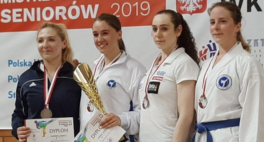 Sporty Walki, Siostry Kamińskie medalami Mistrzostw Polski Karate - zdjęcie, fotografia