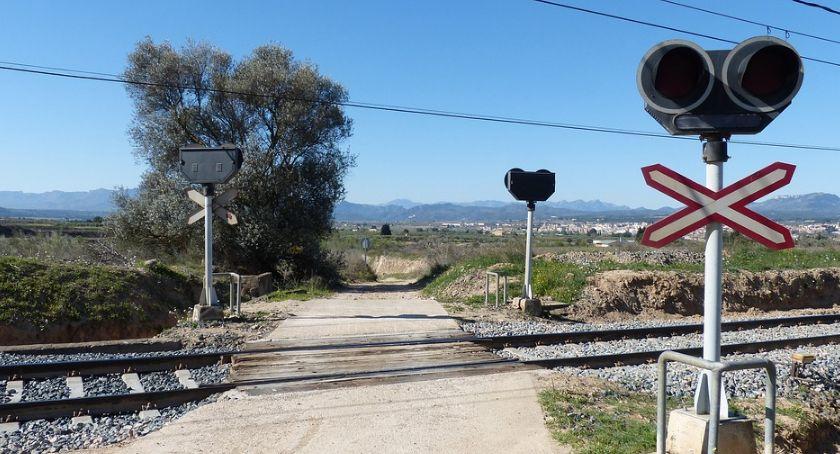 Transport, Przebudować niebezpieczny przejazd kolejowy - zdjęcie, fotografia