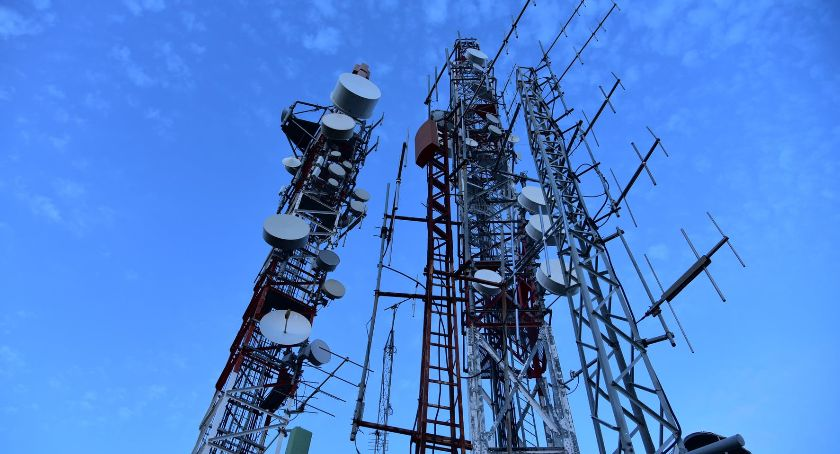 Ochrona środowiska - ekologia, wiemy silnie napromieniowuje telefonia komórkowa - zdjęcie, fotografia