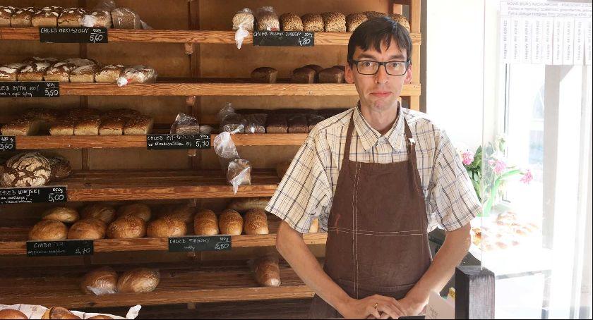 Pasje, Tomasz Kołata rozśpiewane chleby - zdjęcie, fotografia