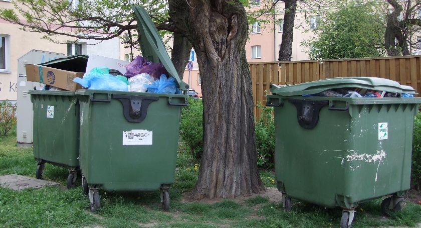 Śmieci, będzie nowych koszy śmieci będą ulotki - zdjęcie, fotografia