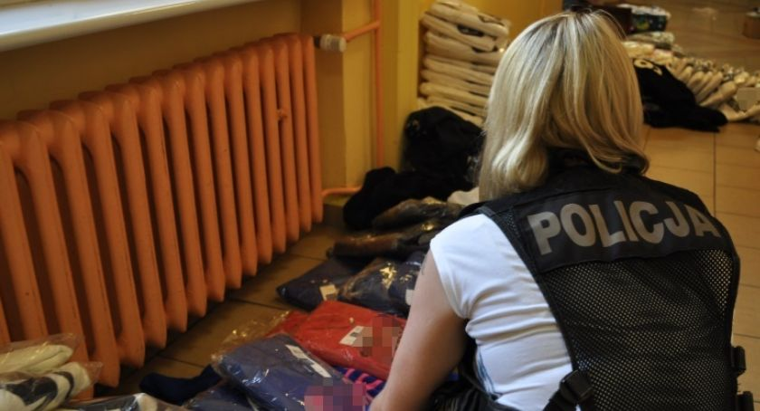 Kronika Kryminalna, Kaliscy policjanci skonfiskowali nielegalną odzież - zdjęcie, fotografia