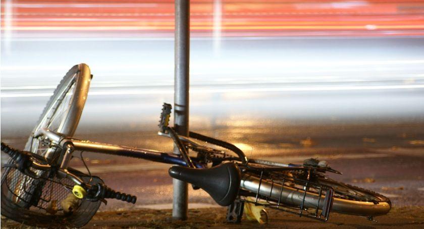 Wypadki drogowe, Kobieta rowerem potrącona przez ciężarówkę - zdjęcie, fotografia
