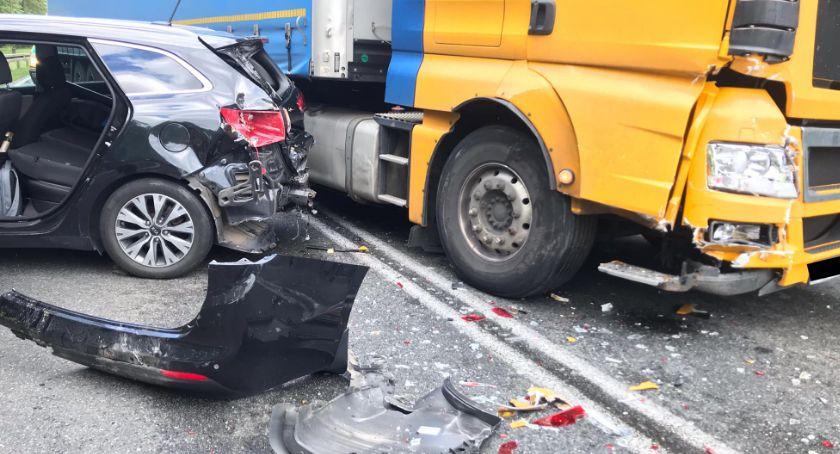 Wypadki drogowe, Jedna osoba ranna osiem rozbitych Zbiersku - zdjęcie, fotografia