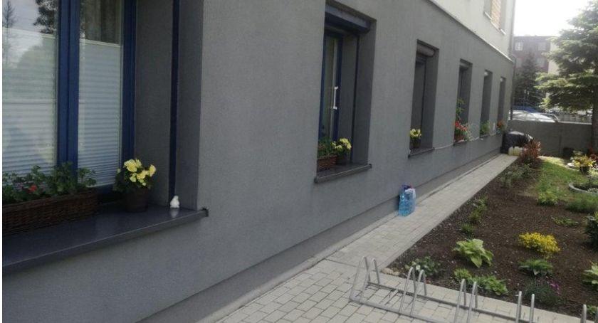Miejski krajobraz, Kaliski Seniora mieszkańcy urządzili sobie ogródek - zdjęcie, fotografia