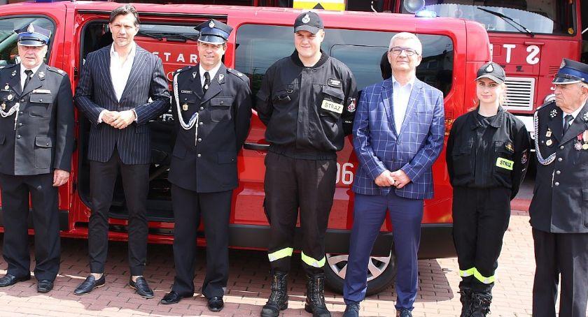 Inwestycje, Strażacy otrzymali pojazd - zdjęcie, fotografia