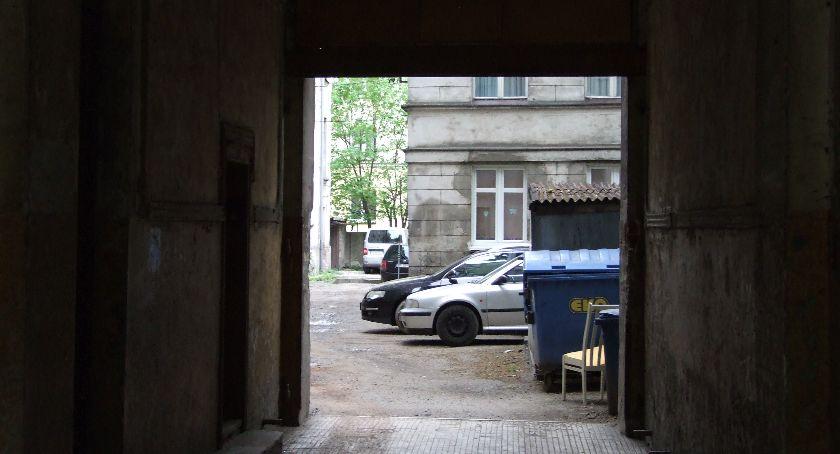 Mieszkania i domy, Niepłacący lokatorzy panicznie boją eksmisji - zdjęcie, fotografia