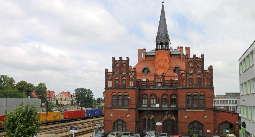 Transport, Dworzec remontują dbałością historię - zdjęcie, fotografia