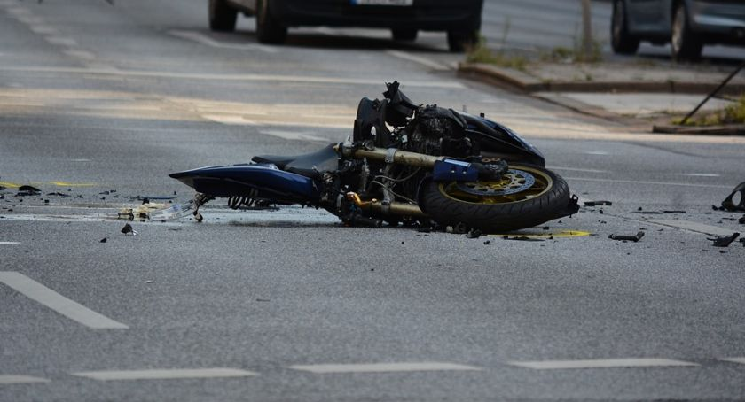 Wypadki drogowe, Śmierć motocyklisty - zdjęcie, fotografia