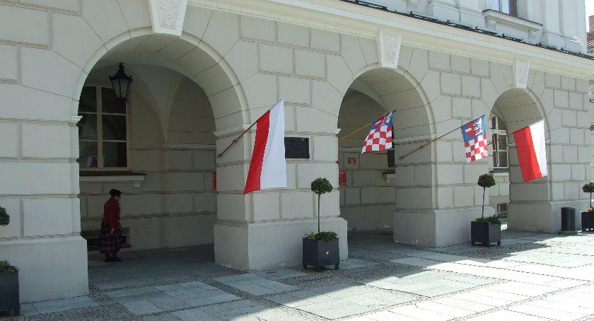 Polityka, Kalisz straci pieniądze podatków będzie przedłużenia Szlaku Bursztynowego - zdjęcie, fotografia
